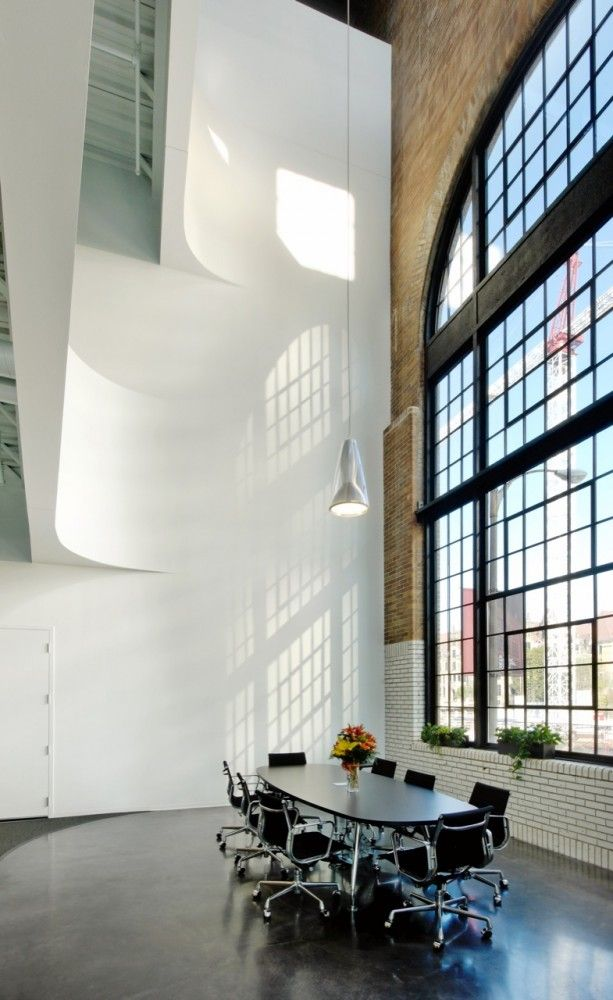 gorgeous window, walls and ceiling height / Cannon Design Regional Offices