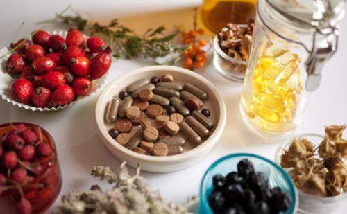 En cualquier tienda especializada, se pueden encontrar las plantas medicinales o sus principios activos en una gran variedad de presentaciones.
