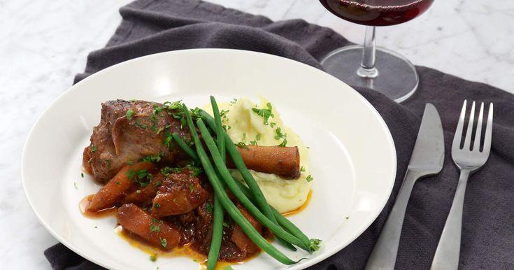 Lammlägg med rödvin, vitlök och krämigt potatismos