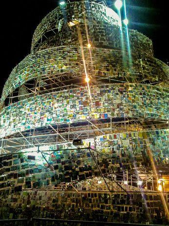 Buenos Aires - Torre realizzata con libri e riviste riciclate.
