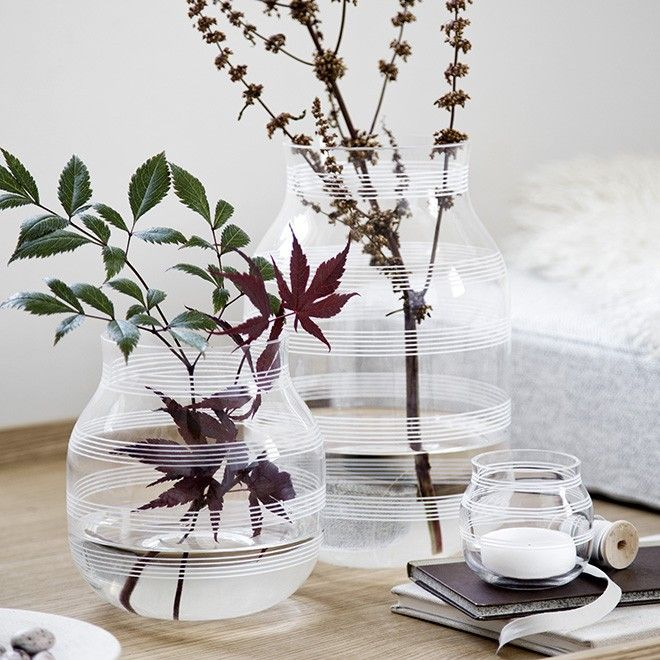 The large Kähler vase in glass is an exciting addition to the iconic Omaggio range. The vase is made in clear, mouth-blown glass and has gone through a careful process, in which as many as 15 skilled craftsmen ensure that all aspects of the design are just as they should be. This means that you are guaranteed a beautiful design and the best quality possible, while each single vase is quite unique.