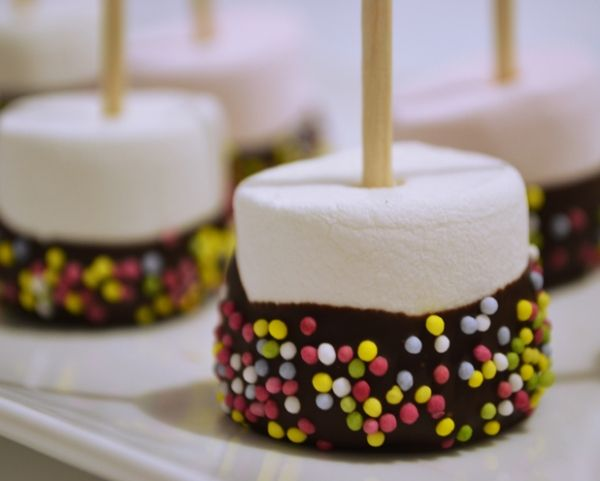 Recette de cuisine : Sucettes de chamallow au chocolat