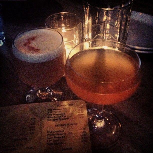Beginnen Sie unser Abendessen mit einem Whiskey Sour & Small's Gin Daisy. #cocktail #cheers # … – Drink