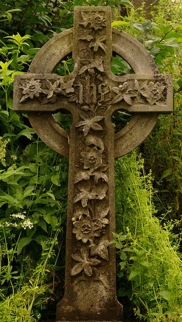 The beautiful shape of the Celtic cross with embellishments from nature where the usual knotwork would normallu be. Stirling Castle Graveyard
