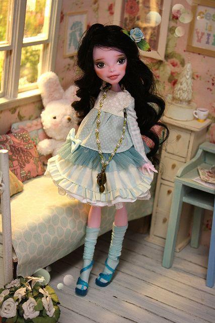 Cassandra Ooak MOnster High doll :)