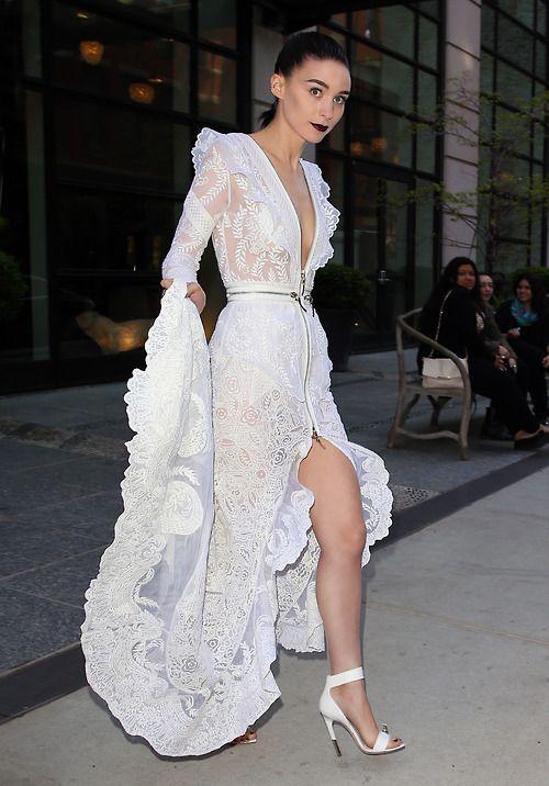 355 Best images about Wedding Dresses on Pinterest | Bridal shops ...