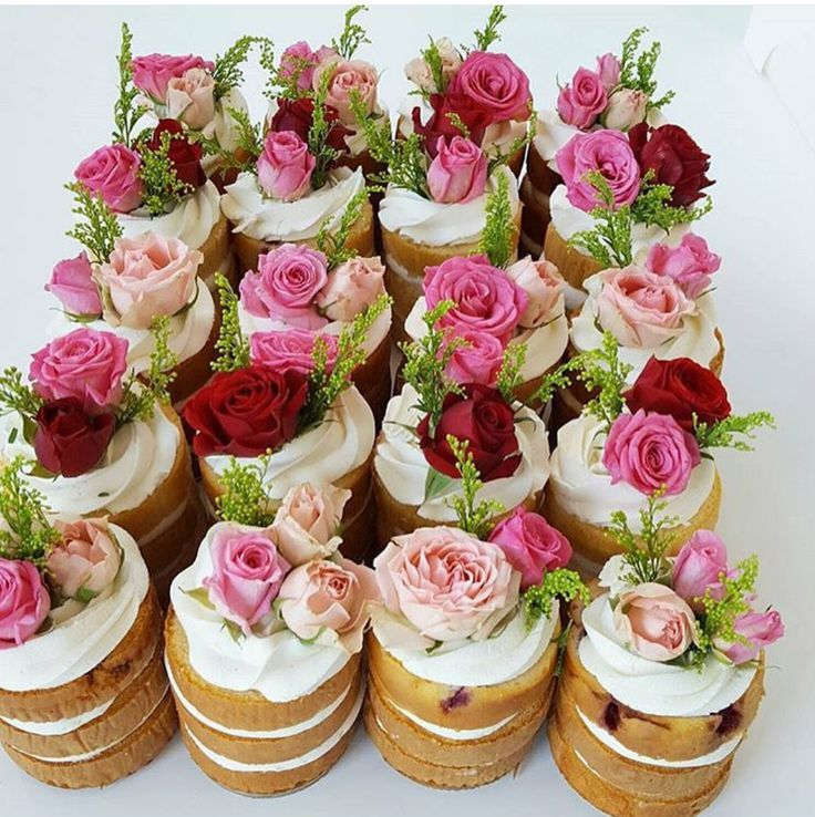 Tiny cakes with real flowers   Cake, Cake decorating ...