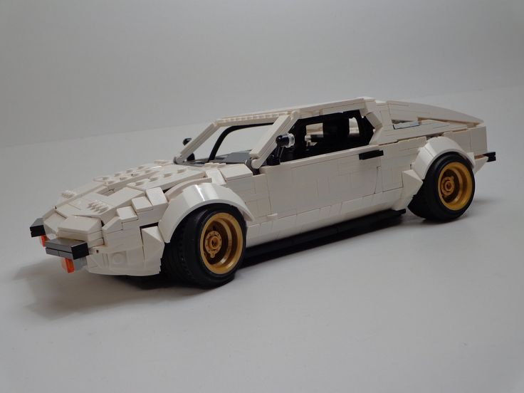 https://flic.kr/p/B8UEtN | De Tomaso Pantera | Gold rims: a clearly Italian design feature to assure you that yes, this is an Argentinian car sold in Mercury dealerships.