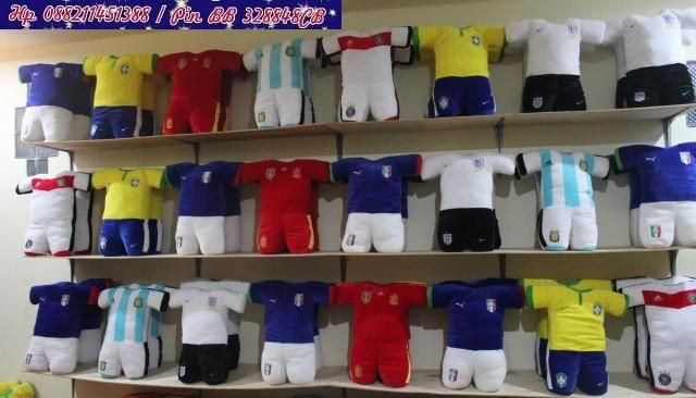 Bantal Baju Piala Dunia 2014  Harga :  Ecer 65.000 / Pcs  Grosir 55.000 / Pcs  Reseler 50.000 / Pcs  HP 088211451388 / PIN BB 328848CB