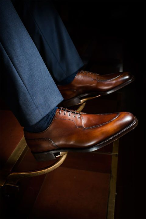 Derbies are the blue blood footwear. Want to learn more about the Royal Footwear? Read on.