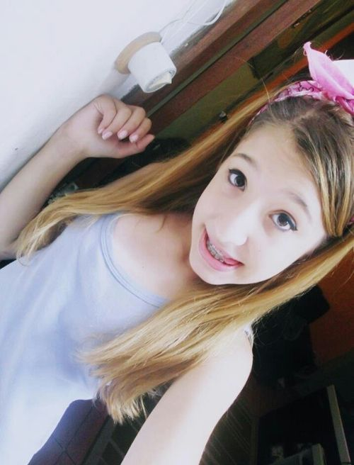 Tribbing hot young teen girl selfie