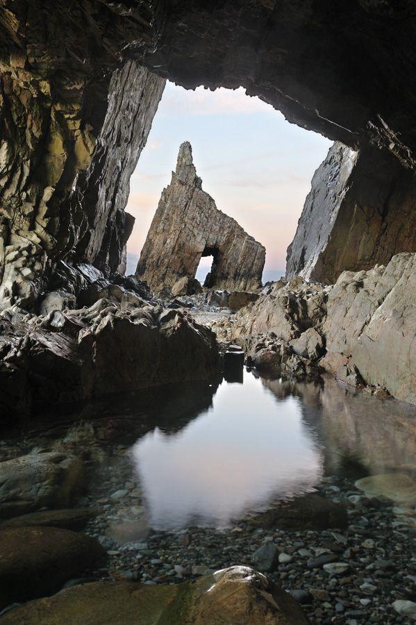 Playa de campiecho by Alex Badía, via 500px  Recorriendo la costa asturiana
