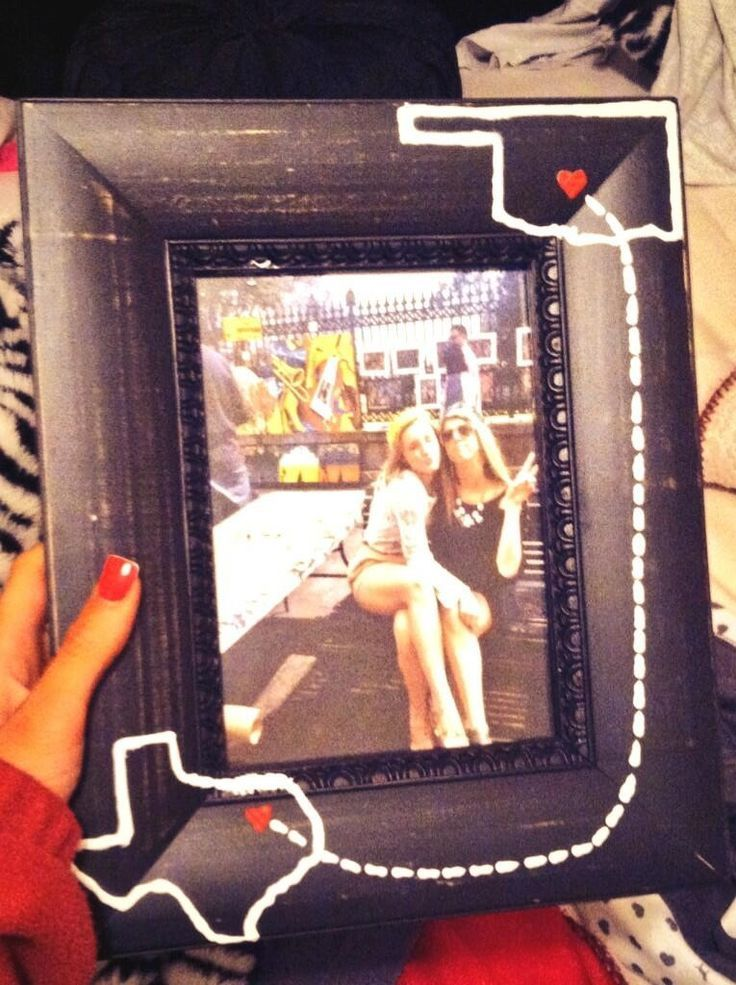 DIY picture frame. I love this! Such a fun gift.