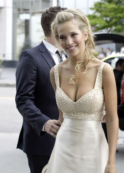 Michael Buble and Luisana Lopilato...*flattering dress.