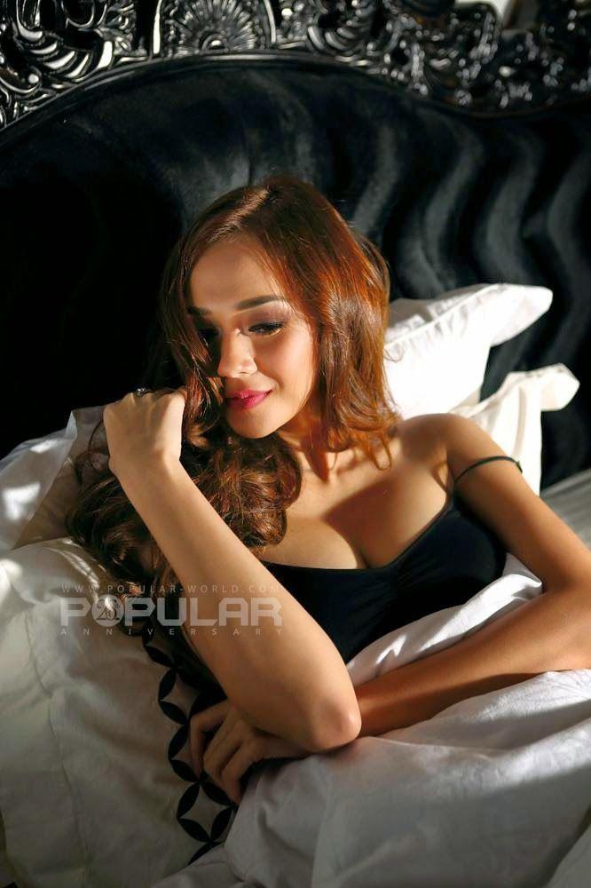 Aura Kasih Igo Hot - http://www.3amies.com/aura-kasih-igo-hot-wallpaper