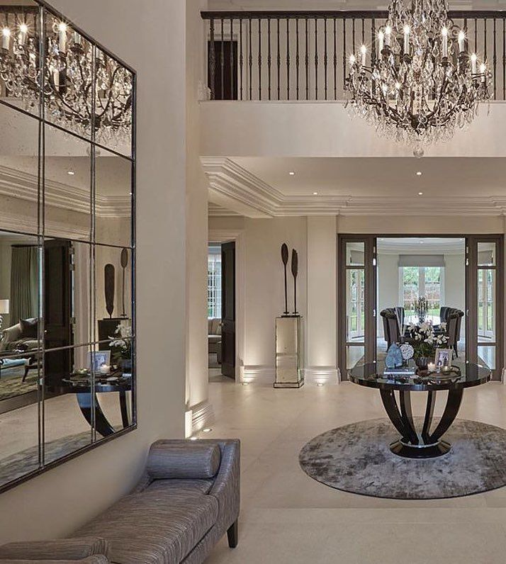 """8,244 curtidas, 19 comentários - Luxury (@rodeoand5th) no Instagram: """"A glamorous foyer to start off our day this morning  @rodeoand5thhomes #rodeoand5th #homedecor …"""""""