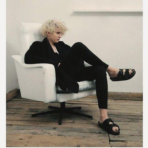 #coat #blackcoat #style #fashion #fashionblogger #allblackeverything #allblack #blonde #blondehair #interior #wood #shoes #flatshoes #instamood #instagood #photooftheday #picoftheday #polishgirl #skinny #love #fit #lifestyle