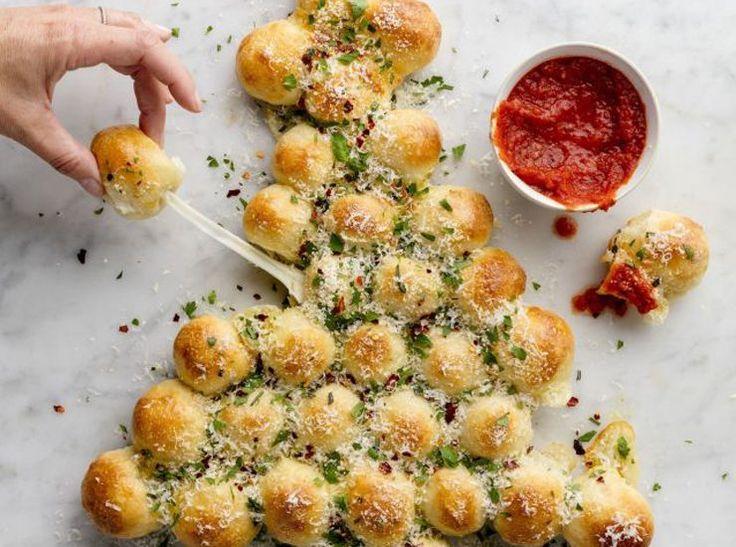 Préparation: 20 min | Cuisson : 20 min | Portions : 8 Ingrédients 500 g (1 lb) de pâte à pizza maison ou du commerce 1 oeuf mélangé à 15 ml (1 c. à s.) d'eau 7 bâtonnets de fromage mozzarella 60 ml (1/4 t.) de beurre fondu 125 ml (1/2 t.) de parmesan, râpé …