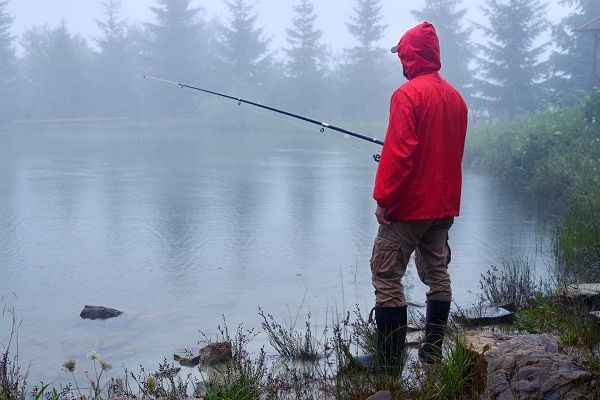 9 Pro Tips Tricks To Master Fishing In The Rain Outdoor Empire Fishing Pictures Rain Fly Catching Fish