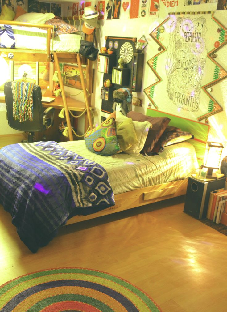 My Room in its splendor.  #Mexican #Room #EtnoHipster #Hipster #HipsterRoom #Books #Bed