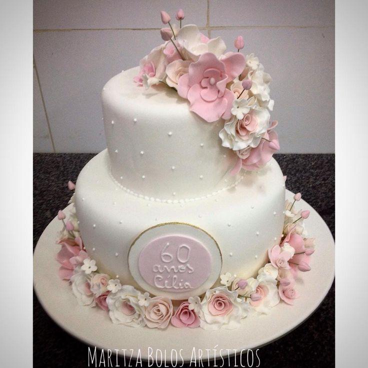 Para os 60 anos da Célia. #maritzabolosartisticos #bolo #bolodeaniversario #bolo60anos #birthday #birthdaycake #sugarart #sugarflower