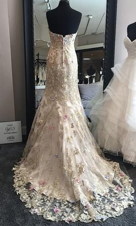 Ian Stuart Papillon 8: buy this dress for a fraction of the salon price on PreOwnedWeddingDresses.com