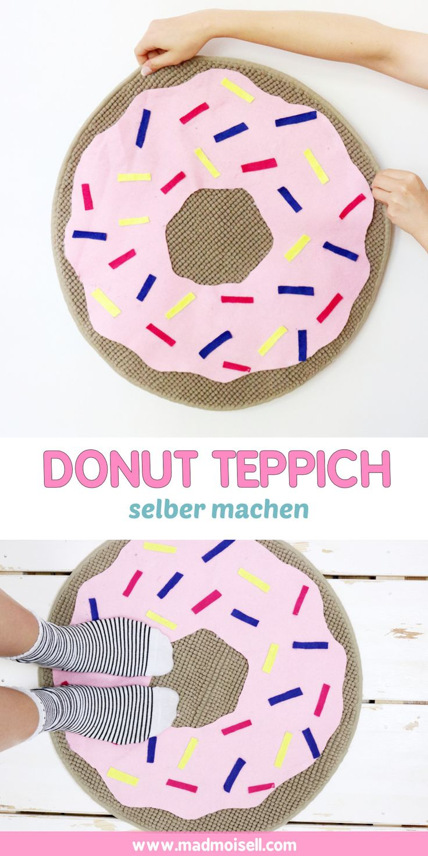DIY Donut Teppich selber machen: Einfacher IKEA Hack! eute zeige ich euch zum Abschluss meinen letzten IKEA Hack… den Donut Teppich! Ich hätte wirklich nicht gedacht, dass man eine 5€ Badematte so einfach in einen ausgefallene Teppich verwandeln kann. Und das ganz ohne Nähen! Das rosa Filzstück wird nämlich nur auf die Badematte geklebt und hält dort super.
