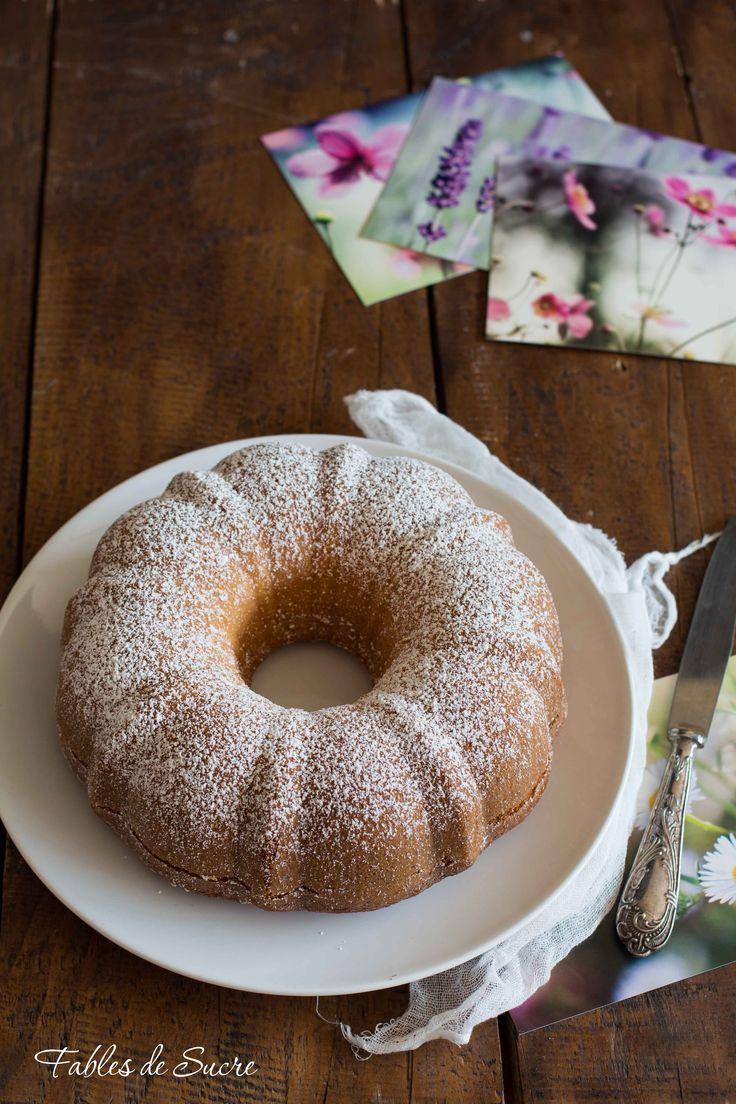 La ciambella alla panna è un dolce delicato e molto soffice, ha un profumo di vaniglia goloso. Essendo una torta semplice si accompagna bene con tutto.