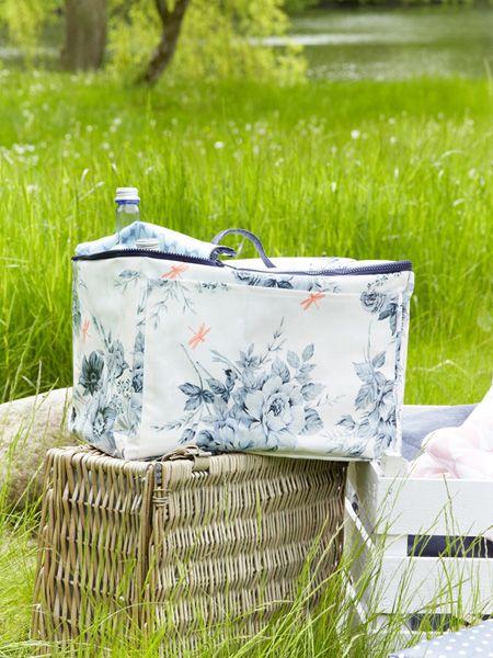 Farbenfrohe Kühltasche mit BlumenDiese Kühltasche ist der perfekte Begleiter für ein Picknick oder einen Tag am Strand mit der Familie.