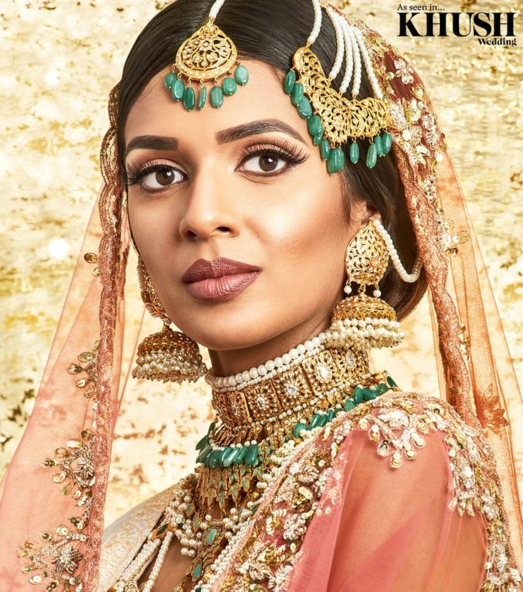 Can this bridal makeup look by @fizh.mua be anymore beautiful  • +44(0)7914 841 968  Outfit: @_stylerooms   Jewellery: @nk_collection