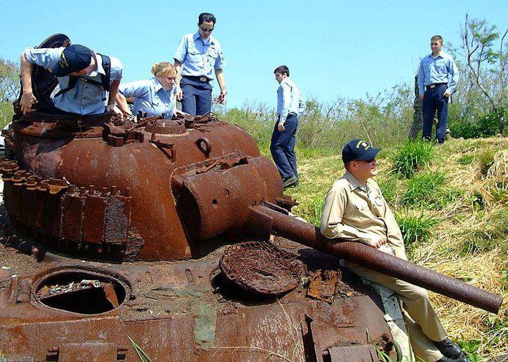 заброшенный-Шерман-танк-развалина-Иво-дзима