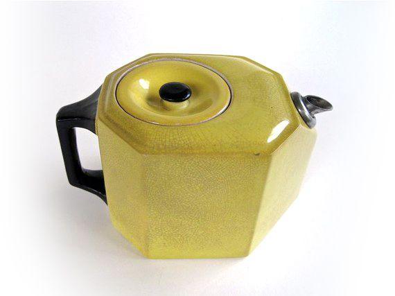 art deco from the 20's: Geometric 1920S, Teapots Vintage, Teas Pots, Vintage Yellow, Non Drip Teapots, Deco Teas, Tea Pots, Art Deco, 1920S Art
