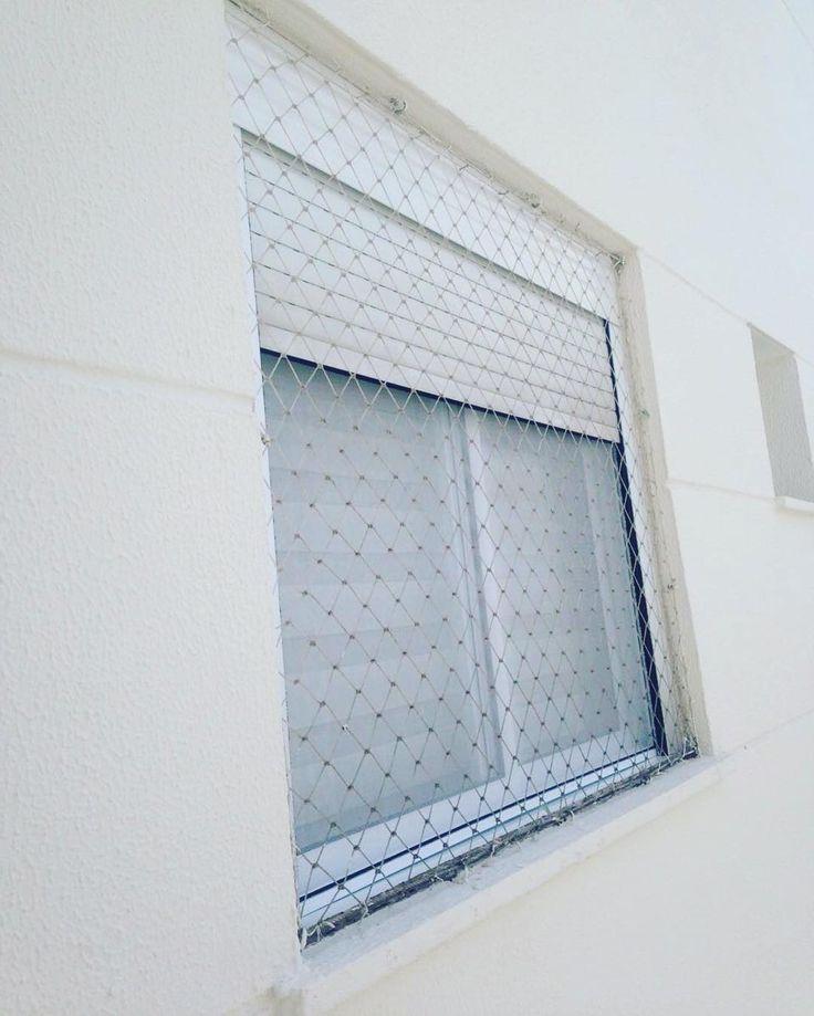 uctela exterior encaixe entre veneziana e vidros moldura em aluminio branco e tela
