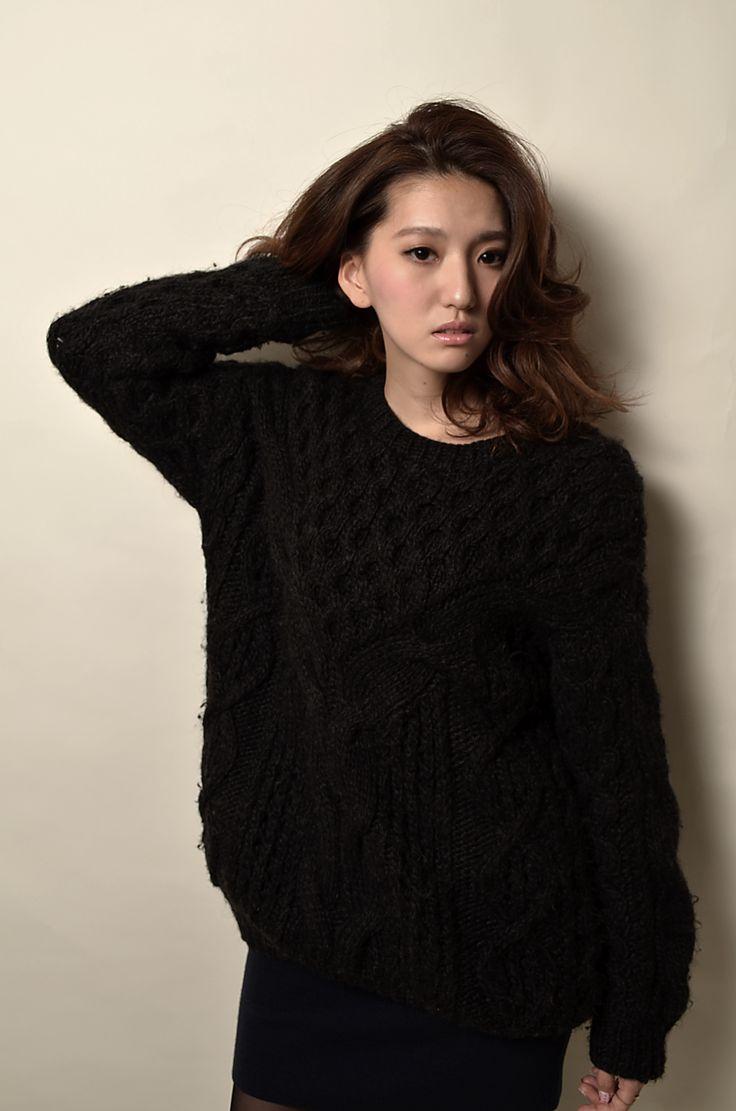「Effortless Chic」  肩の力を抜き 程よく崩した大人カジュアルスタイル  クラシックなスタイルだがアティチュードはカジュアルでセクシーに!  モデルをやってくれたKIWAKOが持つ大人の階段を上り始めたような、GirlからLadyへの移ろい往く女性像を表現。  Hair design &photo Harukazu Ishihara Color design by Yoshimi yuminaga