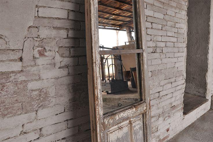 Interior design recupero antico finestrone in legno for Specchio ikea nido d ape