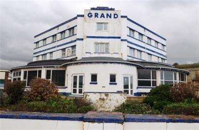Narracott Grand Hotel