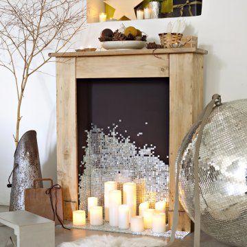 Une cheminée décorée en mosaïque miroir / A fire place with a mosaic mirroir