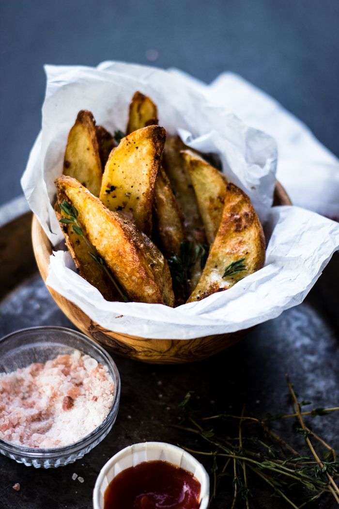 The Best Crispy Oven Fries with Sriracha, Garlic and Thyme