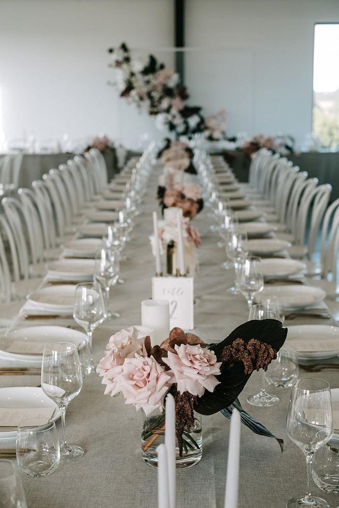 24 Cool Minimalist Wedding Decor Ideas Wedding Forward Minimalist Wedding Decor Wedding Reception Tables Minimalist Wedding