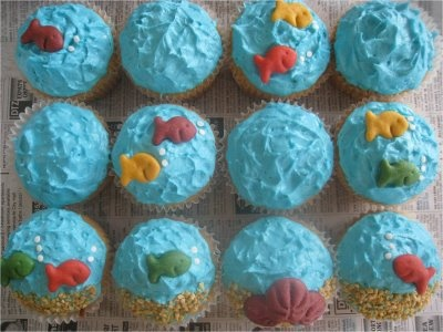 Ocean theme cupcake using Goldfish - So cute!