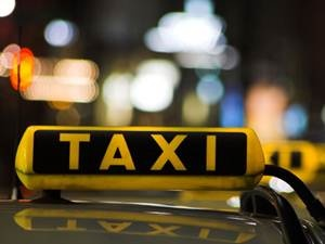 GPS em táxis de cidades com mais de 200 mil habitantes é rejeitado - Brasil sem ligação - A Comissão de Viação e Transportes rejeitou o Projeto de Lei 5758/09, que torna obrigatória a instalação de sistema eletrônico de rastreamento remoto via satélite (Global Positioning System - GPS) em todos os táxis e veículos de aluguel. De autoria da deputada Gorete Pereira (PR-CE), a medida deveria ser adotada em cidades com mais de 200 mil habitantes. Mas, para o relator, deputado Vanderlei Macri