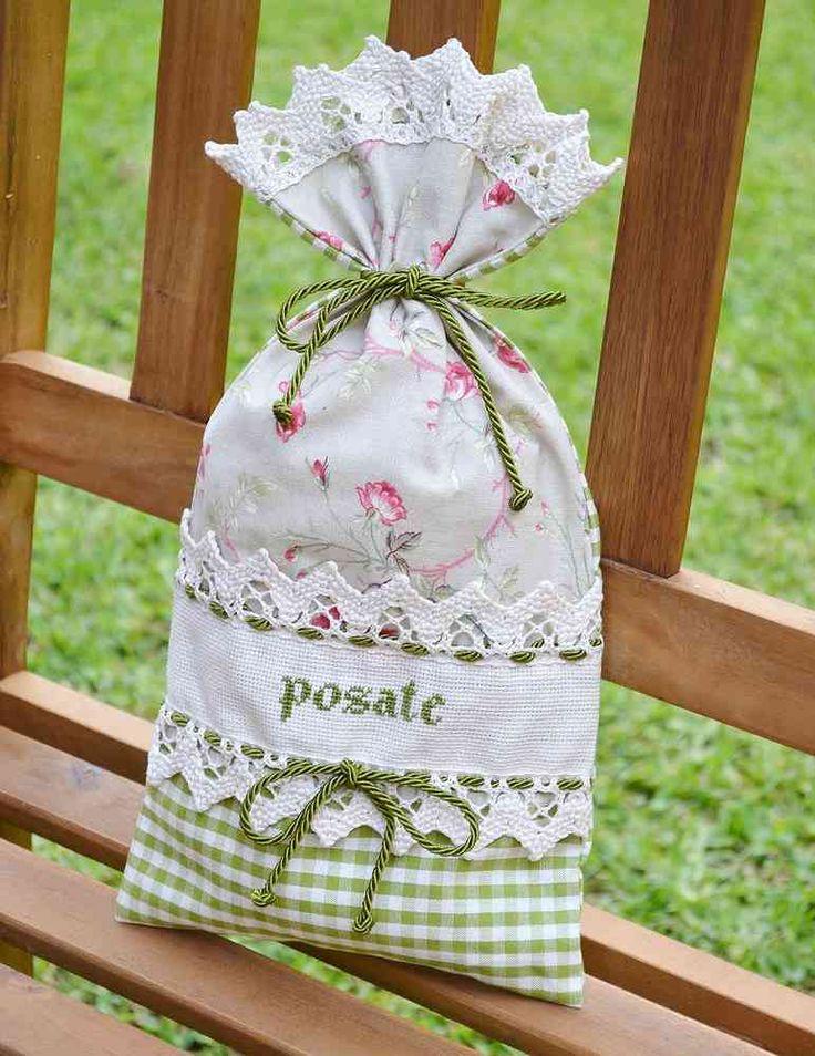 PORTAPOSATE - Linea Corallo - Unico e raffinato sacchetto per riporre le posate ed esporre in vetrina. L'accessorio è impreziosito da scritta ricamata