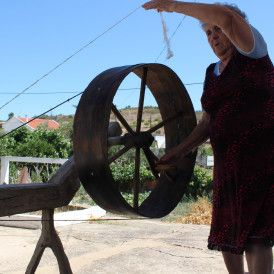 The villages of Giões, Martinlongo and Cachopo were once important weaving centres.  The production and preparation of linen is complex and was done collectively, in the heart of the community.  Linen was used to produce garments, and items for household and agricultural use.