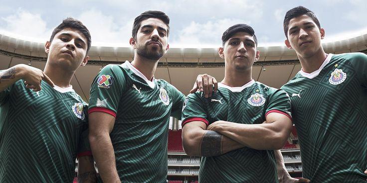 Chivas y Puma dan a conocer el nuevo uniforme del Rebaño Sagrado, el cual se es muy parecido al uniforme de la Selección de México.