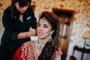 http://samsparrucchieri.it/ Cerchi un salone specializzato in acconciature particolari? Tra i servizi offerti da Sam's Parrucchieri a Chianciano c'è quello delle #Acconciature e del make up per spose #Indiane. Offriamo anche servizio a domicilio.Visita adesso!
