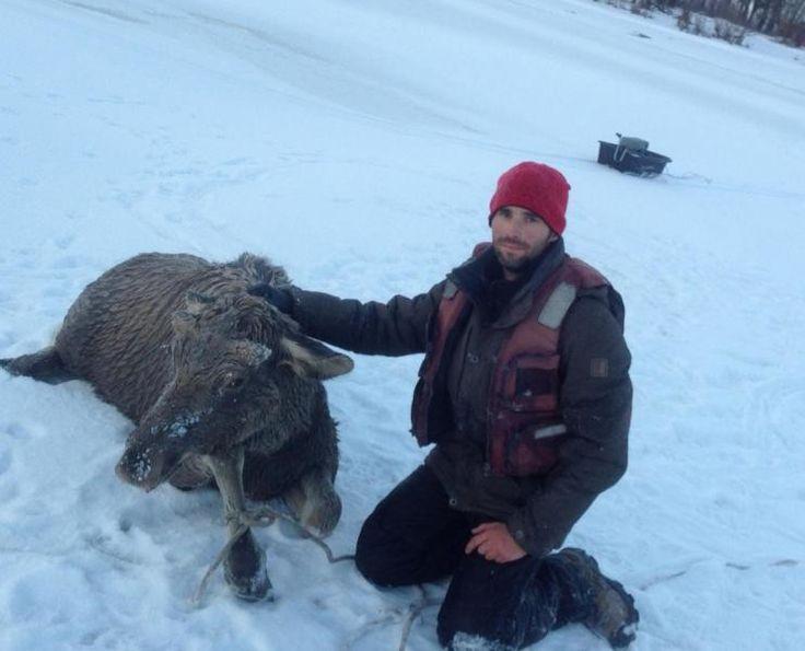 Рыбак из Алтайского края спас лося, провалившегося под лёд