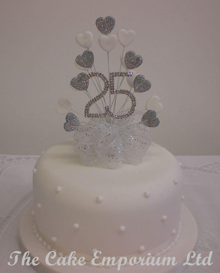 Wedding Cake Decorations Diamante : Best 25+ Silver diamond wedding cakes ideas on Pinterest Blue round wedding cakes, Bling ...