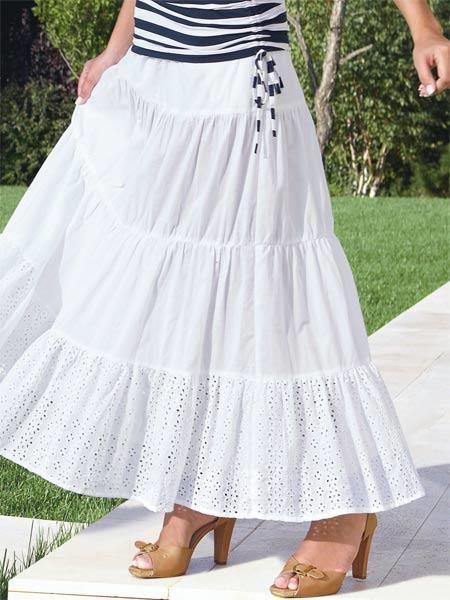Белая юбка макси с воланами