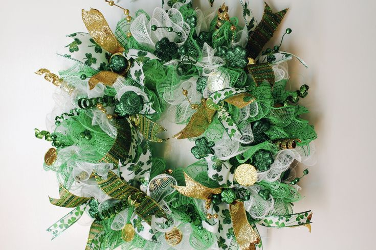 GET IT BEFORE ITS GONE! St. Patrick's Day Wreath, Deco Mesh, St. Pat, Green, Gold, White, Home Decor, Shamrock, St. Patrick's Day, Wreath, Green & Gold by GlitterDazzleSparkle on Etsy