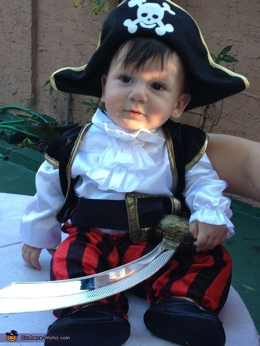 Sotiris Pirate Ship Stroller - Halloween Costume Contest via @costumeworks